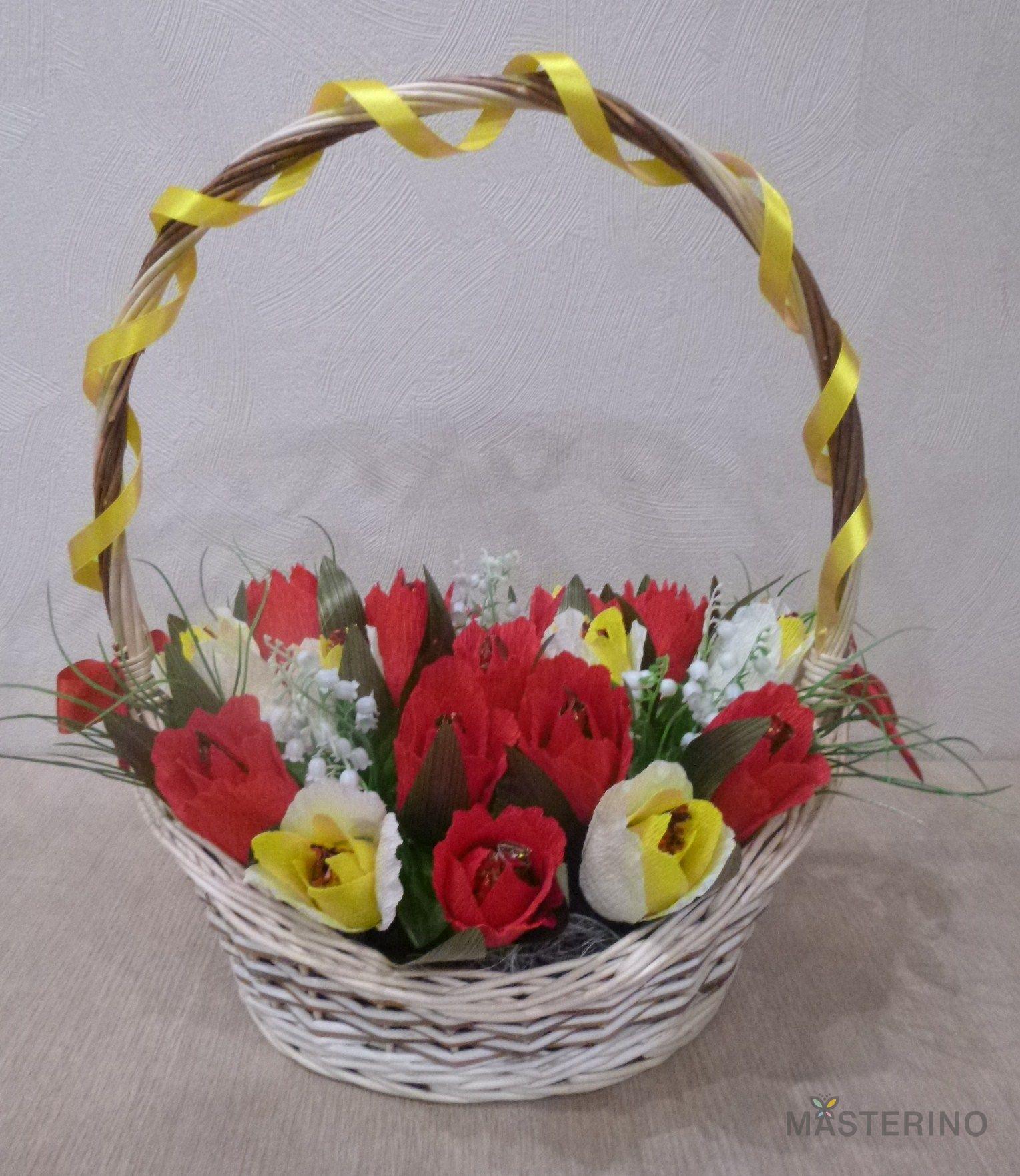 Корзинки с цветами с конфетами фото